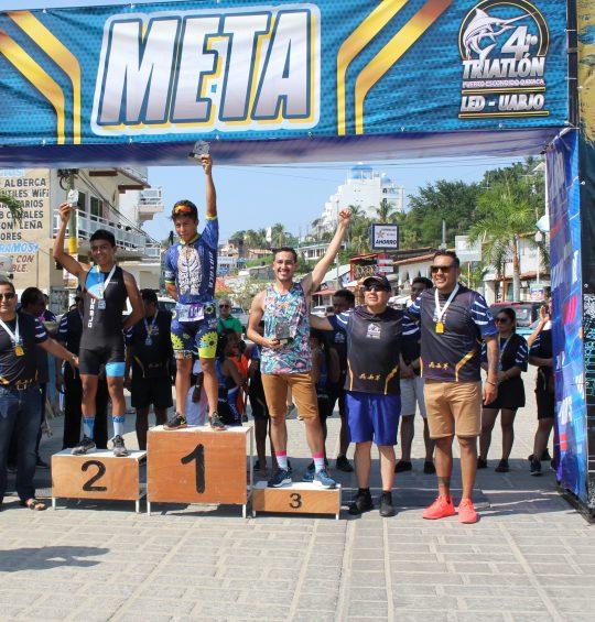 Reúne triatlón a 300 deportistas nacionales e internacionales en Oaxaca